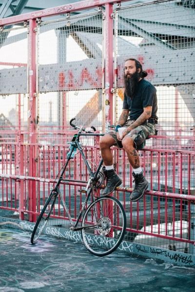 Велосипеды и их владельцы из Нью-Йорка.
