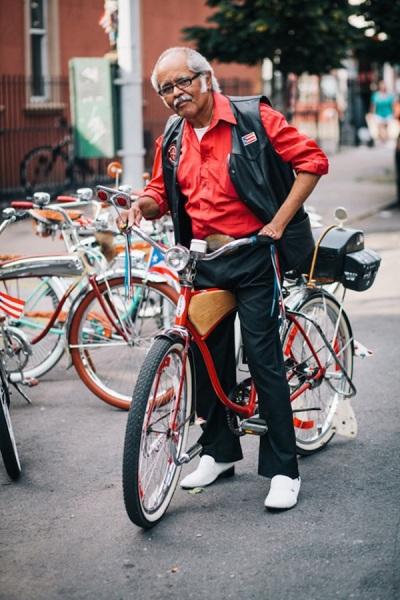 Жители Нью-Йорка со своими велосипедами.