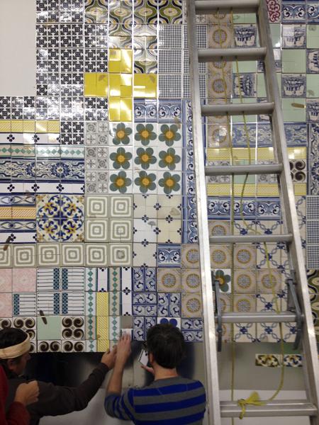 Выкладывание орнамента из плитки.