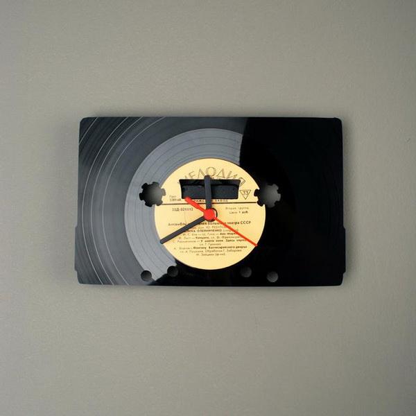 Часы, вырезанные из виниловой пластинки