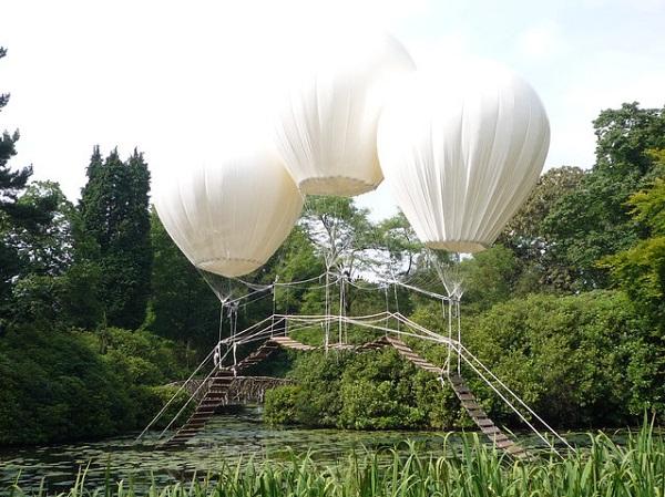 Картинки по запросу Подвесной мост на воздушных шарах.