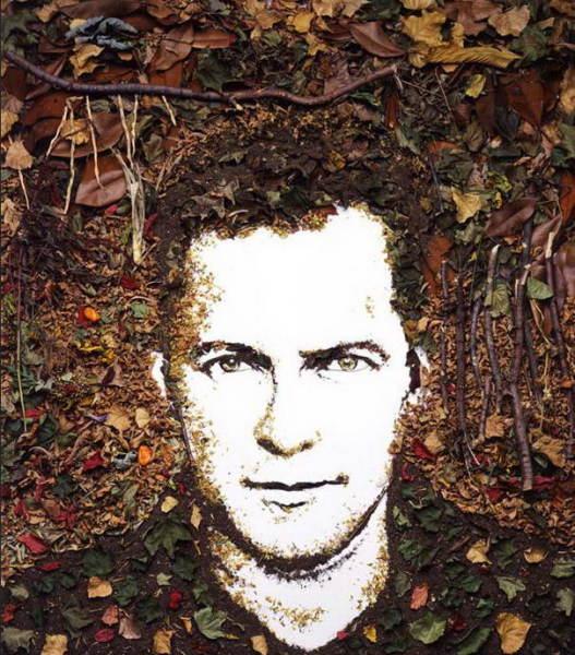 Портрет, написанный сухими листьями, землей и ветками