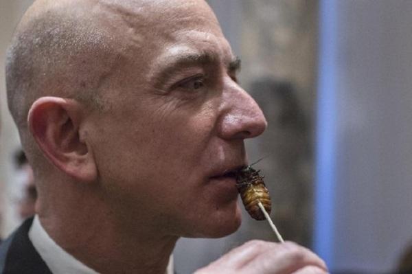 Jeff Bezos ест жареного таракана
