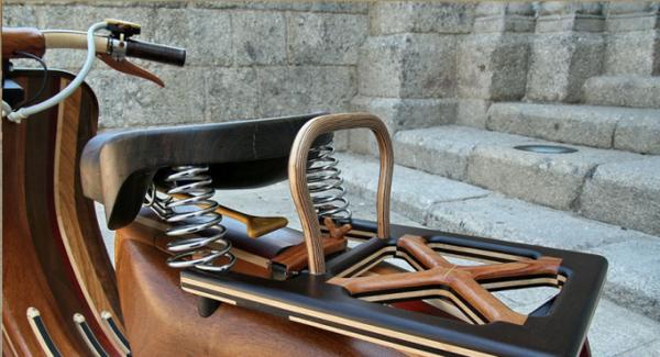 деревянный скутер Vespa от плотника Carlos Alberto