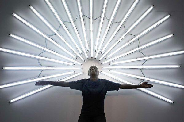 Светящиеся композиции от художника Yochai Matos