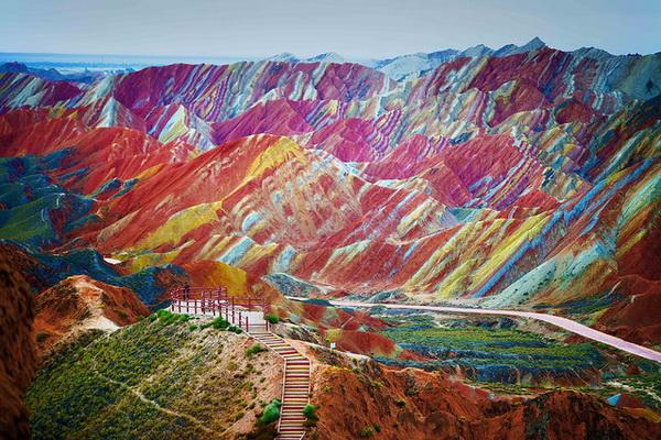 Цветные горы Danxia Landform.