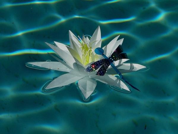 Оригами в пруду.