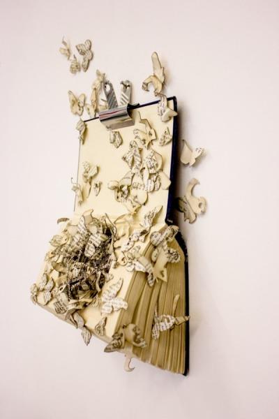 Бумажные скульптуры из книг от Thomas Wightman