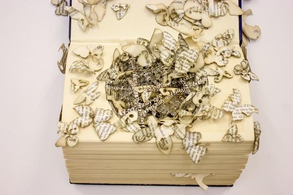 Скульптуры из книг от Thomas Wightman
