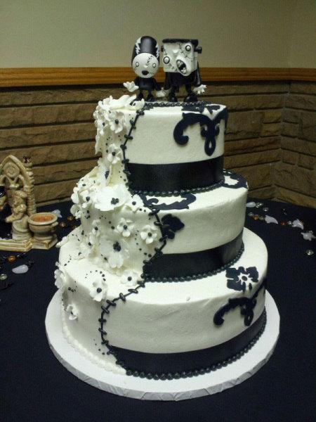 черно-белый торт с зомби-новобрачными
