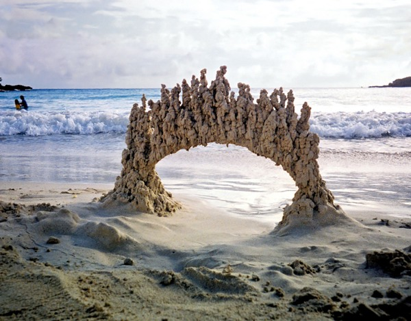 Скульптуры, бросающие вызов законам гравитации.