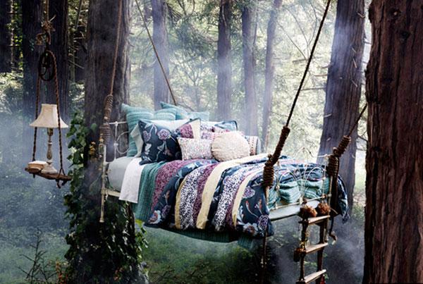 кровать на канатах с веревочной лестницей