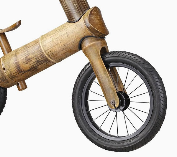 Детский беговел из бамбука.
