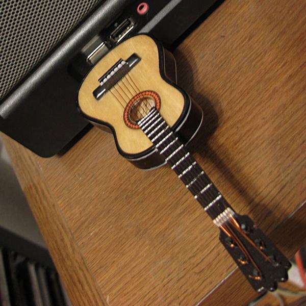USB-накопитель в виде гитары