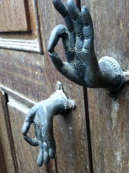 оптимистичная дверная ручка