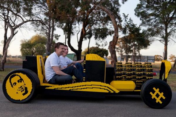 Автомобиль Lego в натуральную величину