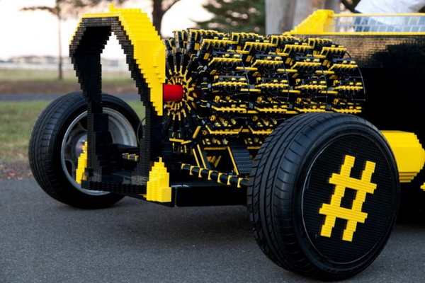 Lego автомобиль в натуральную величину