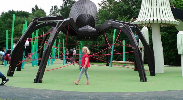Паук на игровой площадке от Monstrum