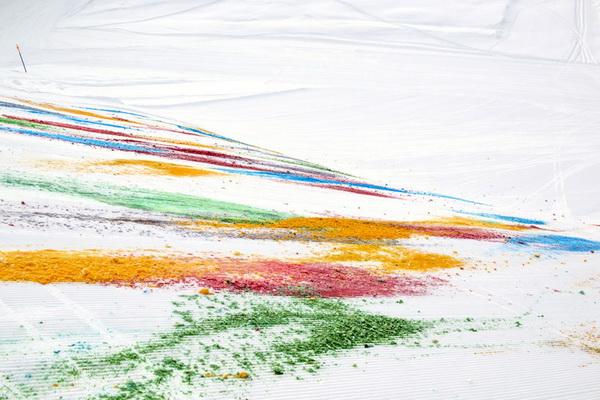 Разноцветный горный склон от Olaf Breuning
