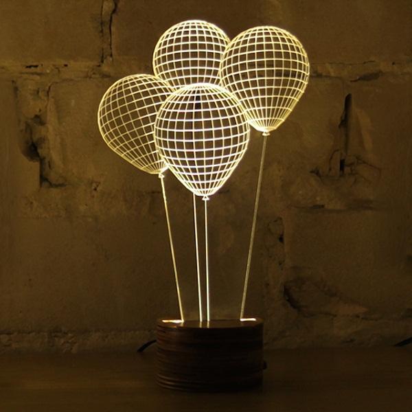 Светильник в форме воздушных шаров.