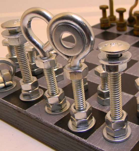 Оригинальные металлические шахматы