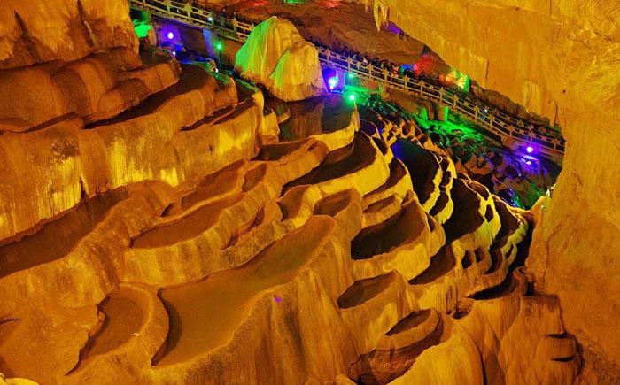 Есть здесь и пещеры