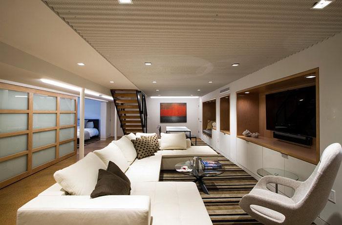 Потрясающий пример превращения подвала в уютное жилое помещение