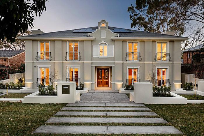 Дом с французскими балконами от Oswald Homes