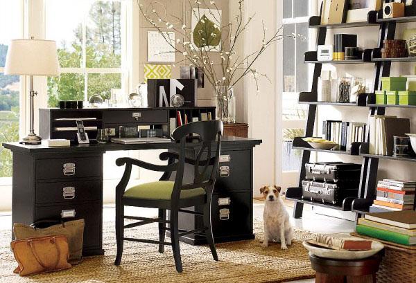 Классическая деревянная мебель и открытые стеллажи