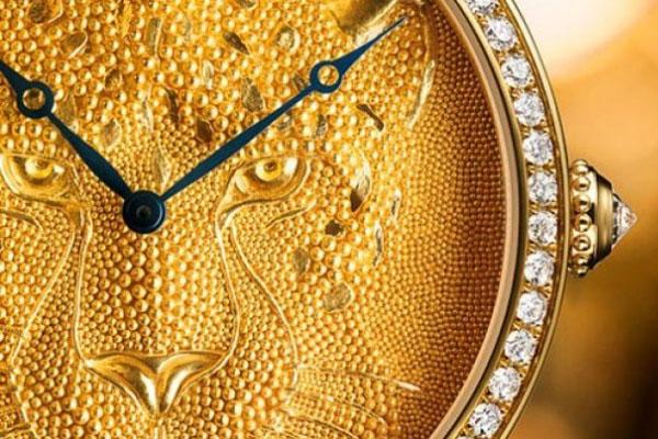 10  потрясающих часов с мини-скульптурами