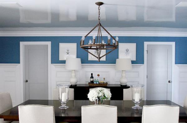 Белый глянцевый потолок визуально увеличивает пространство