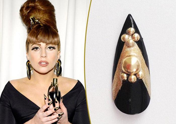 Искусственный ноготь от Леди Гага