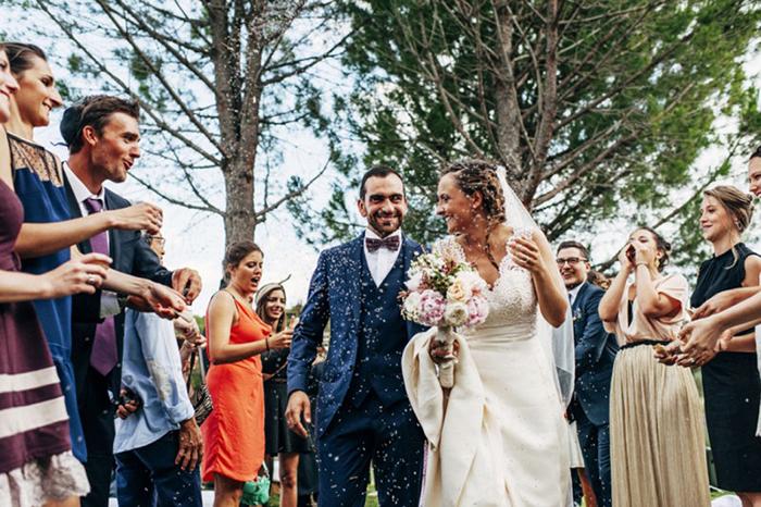Организуйте многолюдную, но недорогую свадьбу