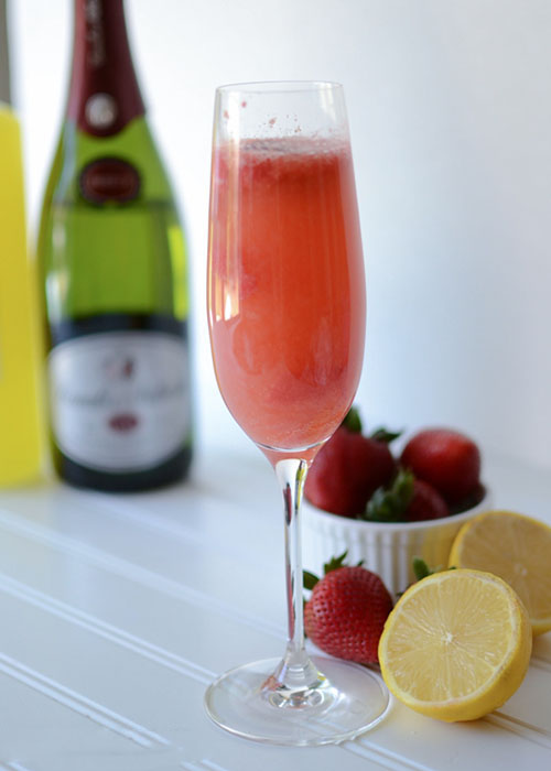 Клубничный коктейль «Беллини» с лимоном