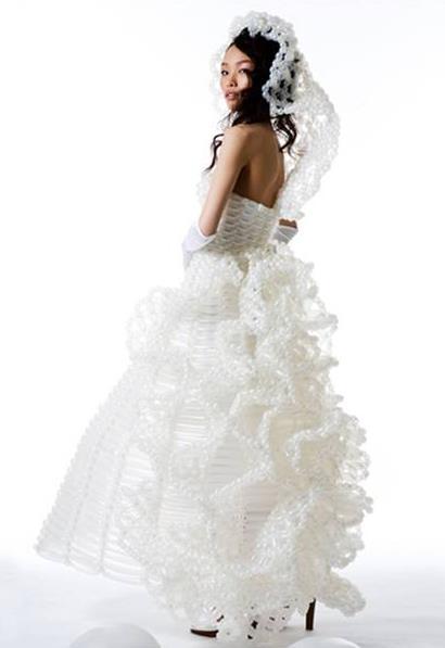 Лёгкие  платья из воздушных шаров