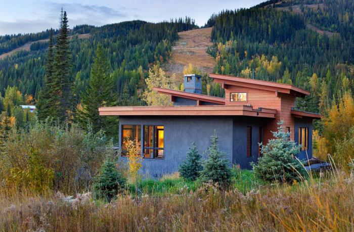 Современный дом в деревенском стиле с оштукатуренным фасадом