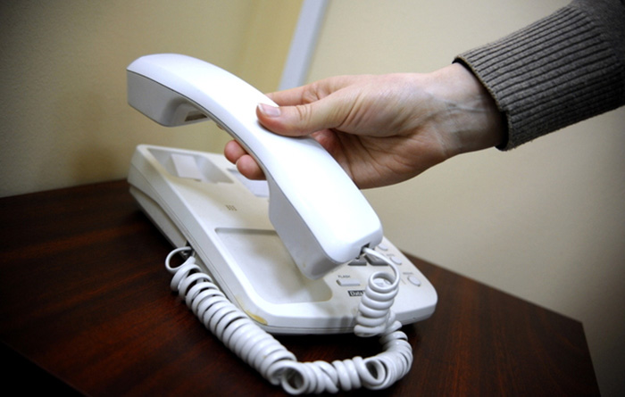 Стационарный телефон в коридоре