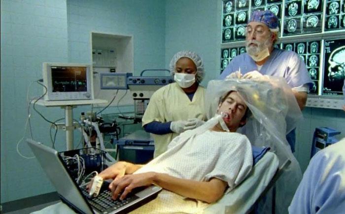 Kayak.com рекламный ролик про нейрохирургию