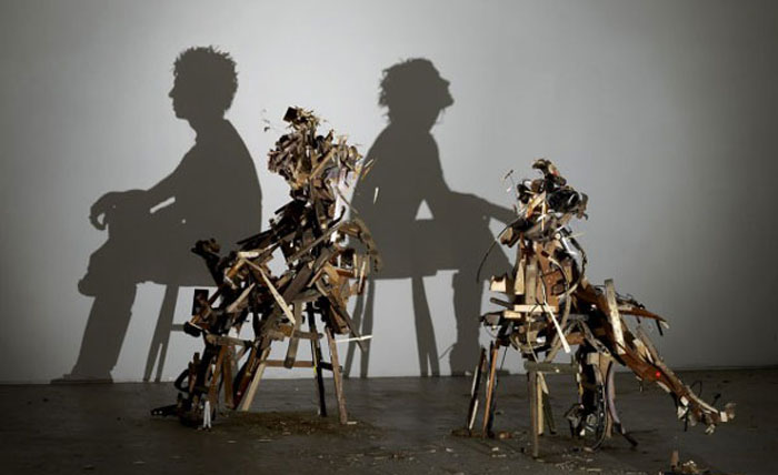 Теневые скульптуры из мусора