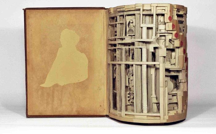 Скульптуры из книг