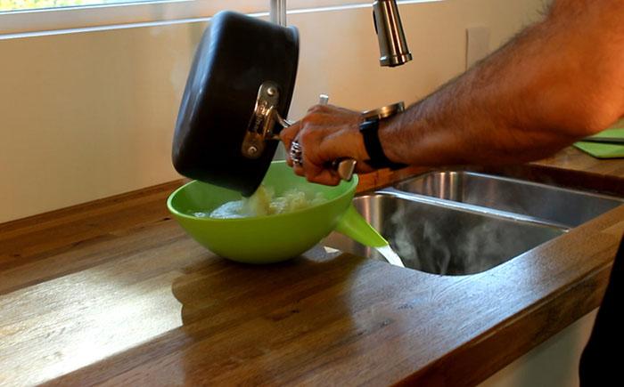 Идеальный дуршлаг без отверстий: готовка без проблем