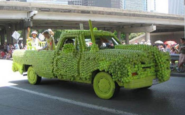 Автомобиль в теннисных мячиках