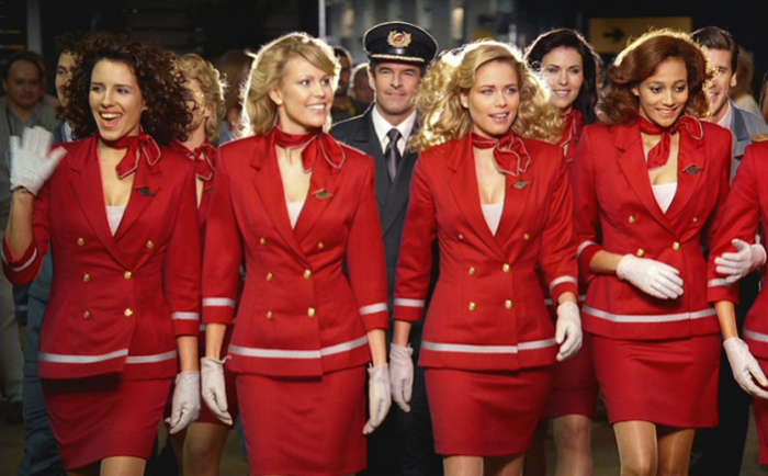 10 самых красивых  униформ стюардесс