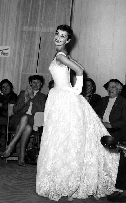 Белое платье как у одри