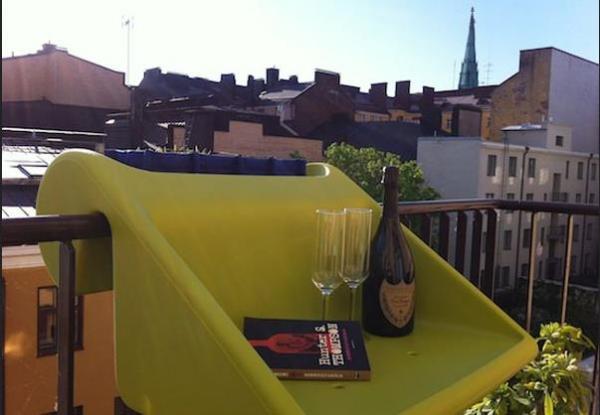 Подвесной столик - простое и элегантное решение для маленько.