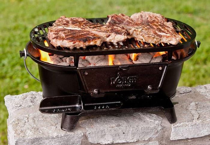 Мангал L410 Pre-Seasoned Sportsman's Charcoal Grill: угли