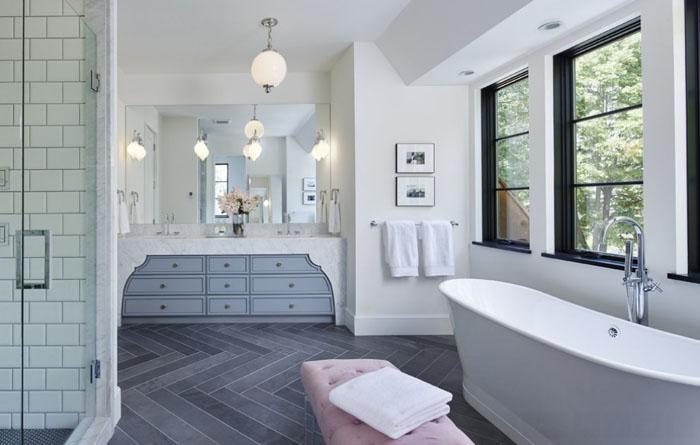 Интерьер ванной от Charlie & Co. Design, Ltd