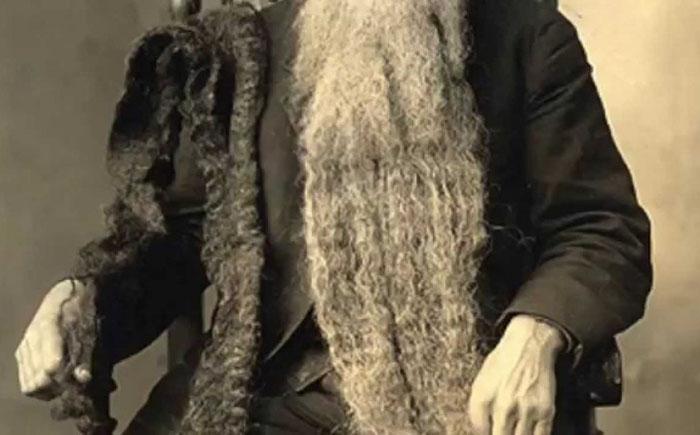 Борода может быть очень длинной