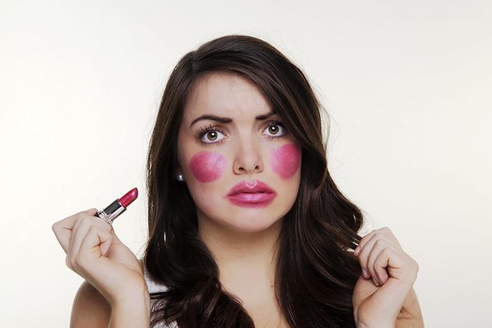 10 ошибок, которые делают женщины при нанесении макияжа