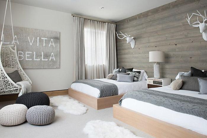 Спальня в серо-белой цветовой гамме от  Reed Design Group